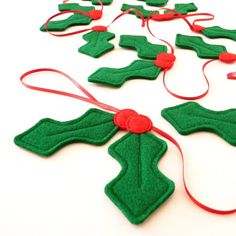 A wonderfully festive handmade felt holly garland made especially for all the family to enjoy this Christmas time.This garland is now available in a choice of lengths. Holly sequences for each length available can be found below, and chosen from the drop Diy Felt Christmas Tree, Christmas Bunting, Handmade Christmas Decorations, Felt Decorations, Christmas Sewing, Homemade Christmas, Holly Christmas, Christmas Time, Holiday Decorating