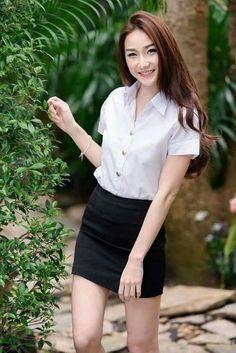 College Uniform, School Uniform, University Girl, Girls Uniforms, Japanese Girl, Asian Girl, Leather Skirt, Mini Skirts, Bodycon Dress