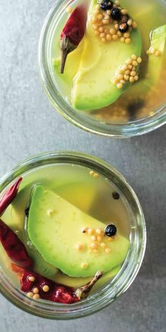 I like pickles and avacado, can't decide how i think this would taste. Avocado Pickles Are a Delicious Thing That You Need to Try Healthy Fruits, Healthy Snacks, Avocado Recipes, Vegan Recipes, Pickled Fruit, Comida India, Diy Food Gifts, Fermented Foods, Home Canning