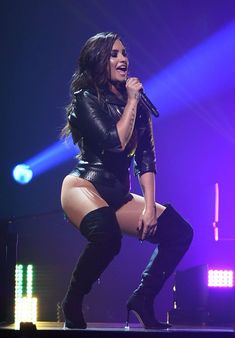 American singer and actress Demi Lovato looked sexier than ever as she performed in San Jose California on August The chose… Beautiful Celebrities, Beautiful Women, Beautiful Latina, Demi Lovato Body, Demi Love, Demi Lovato Pictures, Female Singers, Woman Crush, Girl Crushes