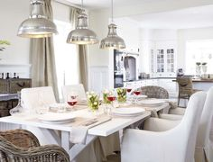 Nice style for this dining and kitchen. I love lights!