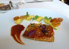 Laurent 75008 - aile de raie laquée au jus de homard, artichauts poivrades au curry et kumquats confits