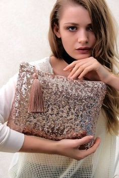 Diy Summer Clothes, Diy Clothes, Diy Fashion, Fashion Bags, Rag Quilt Purse, Cluch Bag, Pochette Diy, Embroidery Bags, Indian Embroidery