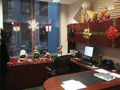 Tacky christmas decorations office newchristmas christmas decor cubicle office decorations do it yourself solutioingenieria Image collections