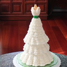 SugaryWinzy - Tutorial for buttercream mannequin cake.  Cake baked in brioche pans folds in skirt and piped with 103 tip.
