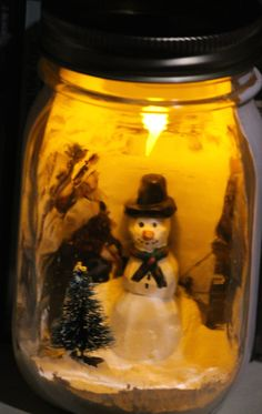 Items similar to Christmas Scene in a Mason Jar (Snowman) on Etsy Mason Jar Snowman, Christmas Mason Jars, Mason Jar Crafts, Christmas Scenes, Christmas Ideas, Projects To Try, Arts And Crafts, Holidays, Awesome