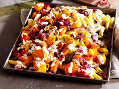 Unser beliebtes Rezept für Penne mit Kürbis aus dem Ofen und mehr als 55.000 weitere kostenlose Rezepte auf LECKER.de.