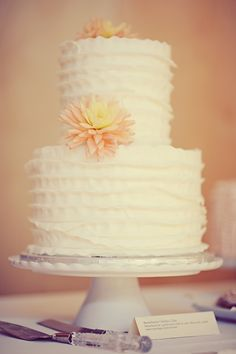 ruffle tiered wedding cake // photo by ErinWallis.com