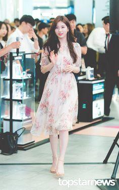 Korean Street Fashion, Korea Fashion, Asian Fashion, Kpop Fashion Outfits, Ulzzang Fashion, Fashion Dresses, Suzy Bae Fashion, Miss A Suzy, Idole