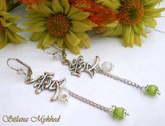 """Boucles d'oreilles """"Asiatique"""" . Métal argenté . : Boucles d'oreille par perles-et-couronnes"""