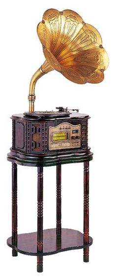 """Chicago May was very distant from most people, and thus she found her """"human interactions"""" through music and voice recordings using a phonograph such as this."""