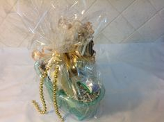 Bead Soap Basket Holiday Gift Baskets, Holiday Gifts, Glass Vase, Gift Ideas, Beads, Home Decor, Xmas Gifts, Beading, Decoration Home