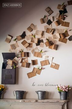 What to do with old books? You can use them as wall decor. Here you can find many creative DIY wall art projects with used books. An amazin home decor idea.wall decor ideas using old books Diy Wall Art, Diy Wall Decor, Diy Home Decor, Creative Wall Decor, Wall Décor, Decor Crafts, School Wall Decoration, Art Decor, Travel Wall Decor