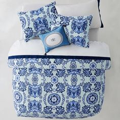 Whether your style is simple or bold, Pottery Barn Teen's girls duvet covers will let your personality show. Find bold colored and printed duvet covers for twin, full, queen and king beds. Teen Bedding, Bedding Sets, Girls Duvet Covers, Twin Size Duvet Covers, Beds For Kids Girls, Holly Willoughby Bedding, Bedding And Curtain Sets, Bed Linen Design
