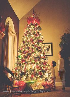 Christmas tree picture tutorial - Turn off all the lights, put ISO up high (mine was 2000), low aperture (mine was 2.8), and my shutter speed was 1/100 to avoid camera | http://my-awesome-photography-collection.blogspot.com