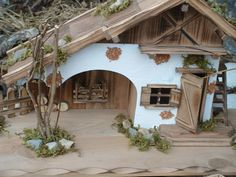 Modellhaus grosses Holzhaus Krippe 55cm: Amazon.de: Küche & Haushalt