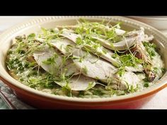 Risotto needn't be a challenge to make and Chef Marco Pierre White shows us just how easy it is in the video below. His Roast Chicken and Pea Risotto recipe can be made in just 30 minutes! Risotto Recipes, Rice Recipes, New Recipes, Dinner Recipes, Favorite Recipes, Dinner Ideas, Easy Roast Chicken, Recipes From Heaven, I Foods