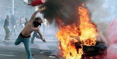 """Scontri di Roma, Er Pelliccia condannato a 3 anni per il lancio dell'estintore  Fabrizio Filippi fu arrestato per aver lanciato un estintore contro le forze dell'ordine: era stato identificato dai carabinieri grazie a un tatuaggio. Cade l'accusa di devastazione, restano resistenza e violenza a pubblico ufficiale. All'inizio si era giustificato: """"Volevo spegnere un incendio"""" 11 giugno 2012"""