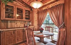 Outdoorsman - Deluxe Cabin Dining- Logan - Hocking Hills KOA