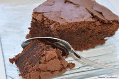 Chocolate cake by Cyril Lignac – Maman … it's overflowing – Pastry World Chocolate Desserts, Chocolate Cake, Cake Recipes, Dessert Recipes, Arabic Sweets, Food Cakes, Cake Cookies, Bon Appetit, Chefs