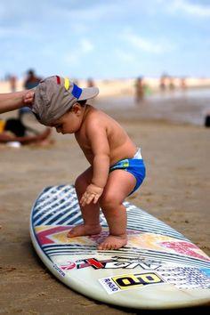 Tio Cogu disse que ensinaria Luquinha a surfar. E pode ser que ensine! ;) Vai saber... Mas dindo Rafa pode dar uma ajuda!