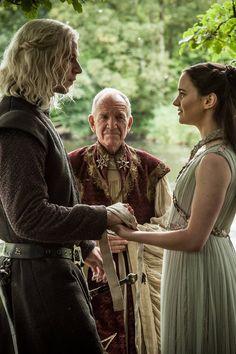 How Rhaegar Targaryen's Death Basically Caused Everything on Game of Thrones Arte Game Of Thrones, Game Of Thrones Facts, Game Of Thrones Quotes, Game Of Thrones Funny, Game Of Thrones Characters, Rhaegar E Lyanna, Lyanna Mormont, Cersei Lannister, Sansa Stark