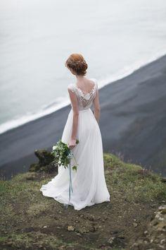 Milk shade open back wedding dress with cotton slip de CathyTelle en Etsy #etsyweddings #CathyTelle #weddingdress #weddinggown #openbackdress https://www.etsy.com/es/listing/216124635/milk-shade-open-back-wedding-dress-with