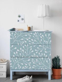 These are our six favorite IKEA Malm dresser hacks of all time. Furniture Projects, Diy Furniture, Furniture Design, Ikea Furniture Makeover, Dresser Furniture, Dresser Ideas, Furniture Movers, Furniture Outlet, Discount Furniture