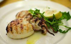 Seppie ripiene al forno - Vi proponiamo due versioni di una ricetta veloce da preparare e perfetta per un secondo piatto a base di pesce!