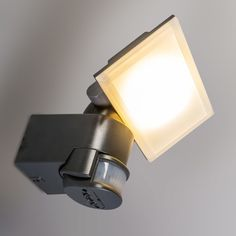 Proyector LED SUSPENSE gris oscuro #iluminacion #decoracion #solar