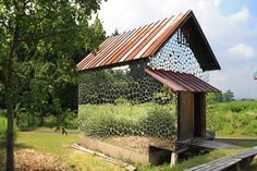 If I ever have a country shed, I will do what artist Harumi Yukutake made - see his installation called Restructure. Little round mirrors, cut to different sizes, which camoflage this outbuilding. Yum!
