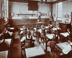 Art Lesson, Fulham County Secondary School, London, 1908 Sports Photographic Print - 61 x 46 cm London Metropolitan, Old School House, Fulham, Secondary School, London City, Heritage Image, Vintage Prints, Art Lessons, Cool Photos