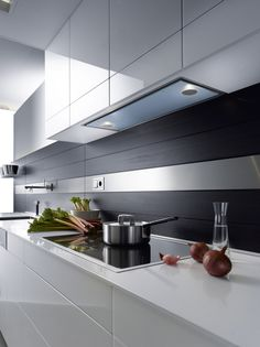 Modern Kitchen Hood Design Luxury Built In Cooker Hood with Integrated Lighting Llano Gutmann - Kitchen Design Ideas Kitchen Island Hood Ideas, Kitchen Hood Design, Kitchen Vent, Kitchen Exhaust, Kitchen Hoods, Modern Kitchen Cabinets, Modern Kitchen Design, Kitchen Interior, Kitchen Decor