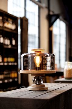 Lampe de table Bake me a cake Northern - Gris/Bois naturel Cake Table, Table Lamp, Lamp Light, Light Bulb, Berlin Design, Beer Shop, Scandinavia Design, Dim Lighting, Funky Lighting