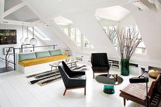 Duplex in Paris by Sarah Lavoine. Super l'idée de rajouter des miroirs triangulaires de chaque côté des fenêtres !
