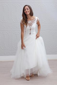 I propose today to discover the 2015 collection of marie laporte wedding dr Sheer Wedding Dress, Wedding Dress Train, 2015 Wedding Dresses, Wedding Attire, Bridal Dresses, Wedding Gowns, Prom Gowns, Dresses Dresses, Lace Wedding