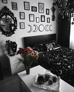 Home Decor witchy decoration Goth Bedroom, Grunge Bedroom, Room Ideas Bedroom, Gothic Bedroom Decor, Dark Home Decor, Goth Home Decor, Gypsy Decor, Black Room Decor, Gothic Room