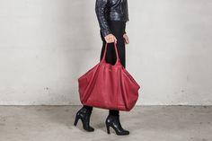 Red shoulder bag, grain leather