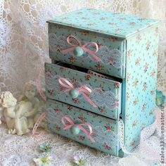 "Pretty storage ideas, I have the boxes and maybe I could do something like this? Z Комодик ""Голубой ситец"" Z Decoupage Vintage, Decoupage Art, Vintage Crafts, Altered Boxes, Altered Art, Jewellery Boxes, Jewelry Box, Craft Storage, Storage Ideas"