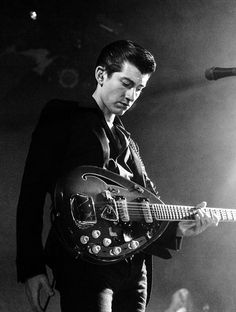 Alex Turner- Arctic Monkeys - with his Vox Starstream Alex Turner, Monkey Puppet, Monkey 3, Arctic Monkeys, Music Love, Music Is Life, Matt Helders, The Last Shadow Puppets, King Of My Heart