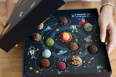 Creative Choco Packaging as Planets in Universe Food Packaging Design, Packaging Design Inspiration, Brand Packaging, Food Design, Cute Food, Yummy Food, Chocolate Packaging, Brownie Packaging, Food And Drink