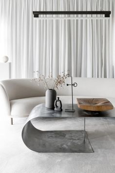 Find your favorite Minimalist living room photos here. Browse through images of inspiring Minimalist living room design ideas to create your perfect home.