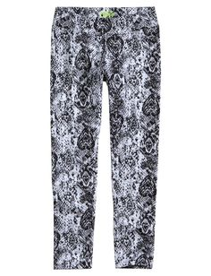 Step into glam & comfort with girls' leggings from Justice. Find bold prints, patterns & solid basics in our girls' capri-length & ankle-length leggings. Justice Girls Clothes, Justice Clothing, Hot Outfits, Girl Outfits, Liliana Garcia, Shop Justice, Justice Stuff, Justice Accessories, Ankle Length Leggings