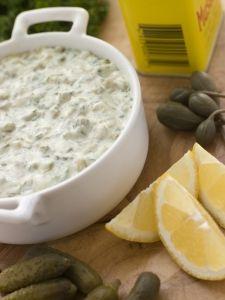 Cum se prepara sosul remoulade / remulad / remulada. Retete cu sos remoulade. Sosuri frantuzesti. Sosuri pentru fripturi si sandvisuri.