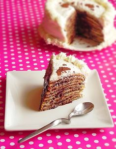 Crepe Cake (in Romanian, use google translator) Baby Food Recipes, Dessert Recipes, Desserts, Hungarian Recipes, Hungarian Food, Romanian Recipes, Crepe Cake, Romanian Food, Fast Easy Meals