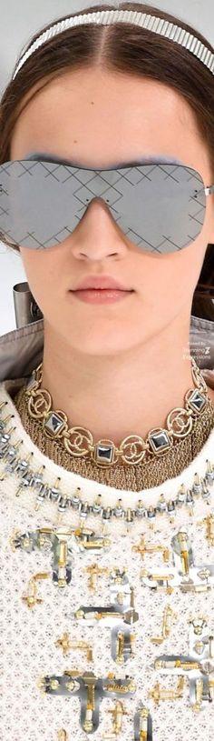 a1559f3a5c1757 Chanel 2018 Haute Couture, Logo Chanel, Coco Chanel, Mode Chanel, Nouvelles  Tendances