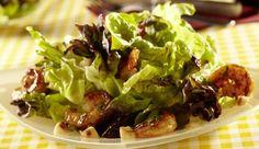 Damit verführst du garantiert jeden und weckst den Appetit nach mehr. Ein Salat aus Eichblättern und gebratenen Garnelen mit Organen Geschmack.