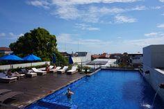 Such a relaxing view 😎 #J4hotelslegian #J4hotels #LifestyleHotel #Lifestyle #HotelBali #Holiday #InstaTravel #Vacation #LegianBali #Wanderlust #Destination #LegianStreet #RoofTopPool #RoofTopSwimmingPool #Bali #Indonesia #HappyHour #Traveler #Backpacker #HappyLife #Relaxing #BlueSky #Cloud #SkyPool #RoofTop #GreatView #PerfectWeather