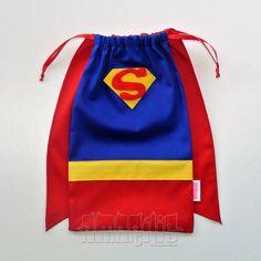CRIAÇÃO POR AMARÍLIS ATELIER! Sacola para Lembrancinha de Aniversário com o modelo Super-Homem. Tema Liga da Justiça Fechamento Prático! Tecido 100% Algodão. Blusa Azul Royal Calça Vermelha Cinto Amarelo Capa Vermelha Aplicação do Símbolo do Herói em Feltro Fitilho de Cetim Azul PEDIDO MÍNIMO: 12 unidades DIMENSÕES: 25 cm x 14 cm R$ 7,30