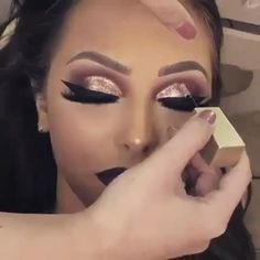 Eyeshadow Tutorials, Eyeshadow Makeup, Halloween Face Makeup, Make Up, Beauty, Makeup Ideas, Eye Shadow Tutorial, Makeup Course, Flower